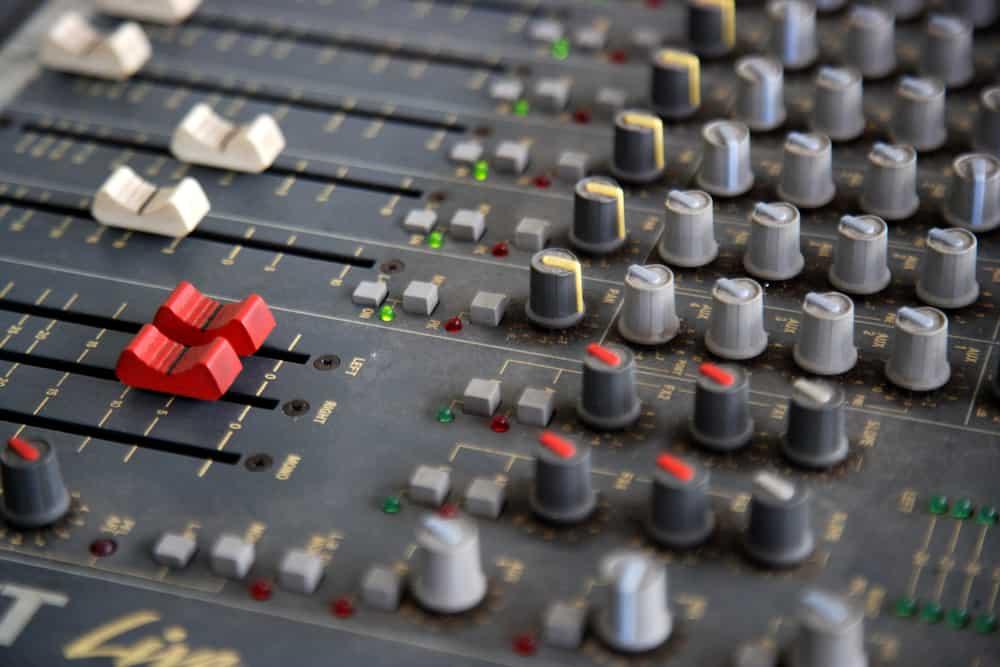 Sound mixer console